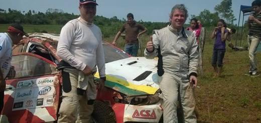 Impactante vuelco en rally paraguayo