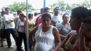Piden que el Ejecutivo acelere la reglamentación de la Ley que prioriza a embarazadas y ancianos en las filas