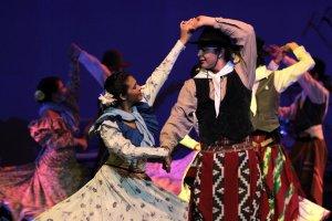 Voces, danzas y arpas en homenaje a Andresito en Teatro Lírico