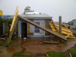 Tornado en San Vicente dejó heridos, dañó 266 casas, vehículos y arrancó árboles y postes