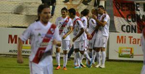 Guaraní bajó a otro de los encumbrados: superó a San Martín de San Juan 2 a 0 con goles de Piñero Da Silva y Narese