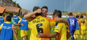 """La tribuna aplaudía al """"Pinti"""" Alvarez a rabiar; abajo un tal Avalos decía: soy un goleador de Primera"""