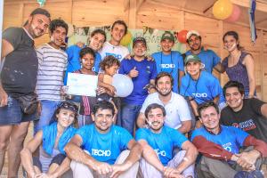 TECHO construyó viviendas de emergencia con chicos del instituto Madre de la Misericordia