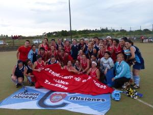 Hockey: con lluvia y todo, el Nacional de Mamis fue un éxito; Talleres de Paraná, campeón