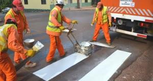 Realizan trabajos de seguridad vial en la avenida principal de Eldorado