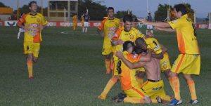 Crucero le ganó 2 a 0 a Independiente Rivadavia en un partido que terminó a oscuras