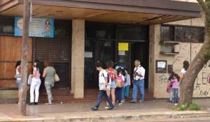 La directora de la Escuela N° 43 asegura que no encubrió al maestro denunciado por abusos