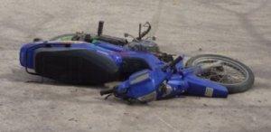 Motociclista resultó con fracturas tras colisionar frontalmente con un automóvil en 9 de Julio