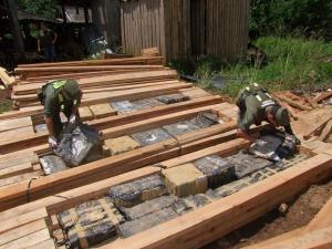 Secuestraron casi 800 kilos de marihuana acondicionados en embalajes de tirantes, cerca de Jardín América