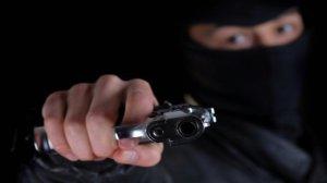 Una mujer fue asaltada por un encapuchado y descubrió que era su marido