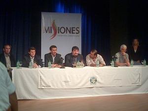 Closs entrega fondos a municipios que hicieron trabajos por convenio con la Provincia