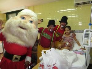 Gurises Felices con Papá Noel visitaron a los chicos del Hospital Pediátrico