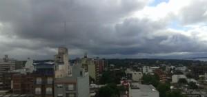 El sábado empezó con buen tiempo y caluroso, y terminará con lluvias o tormentas