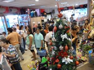 Las compras de último momento generan intenso movimiento en el centro de Posadas