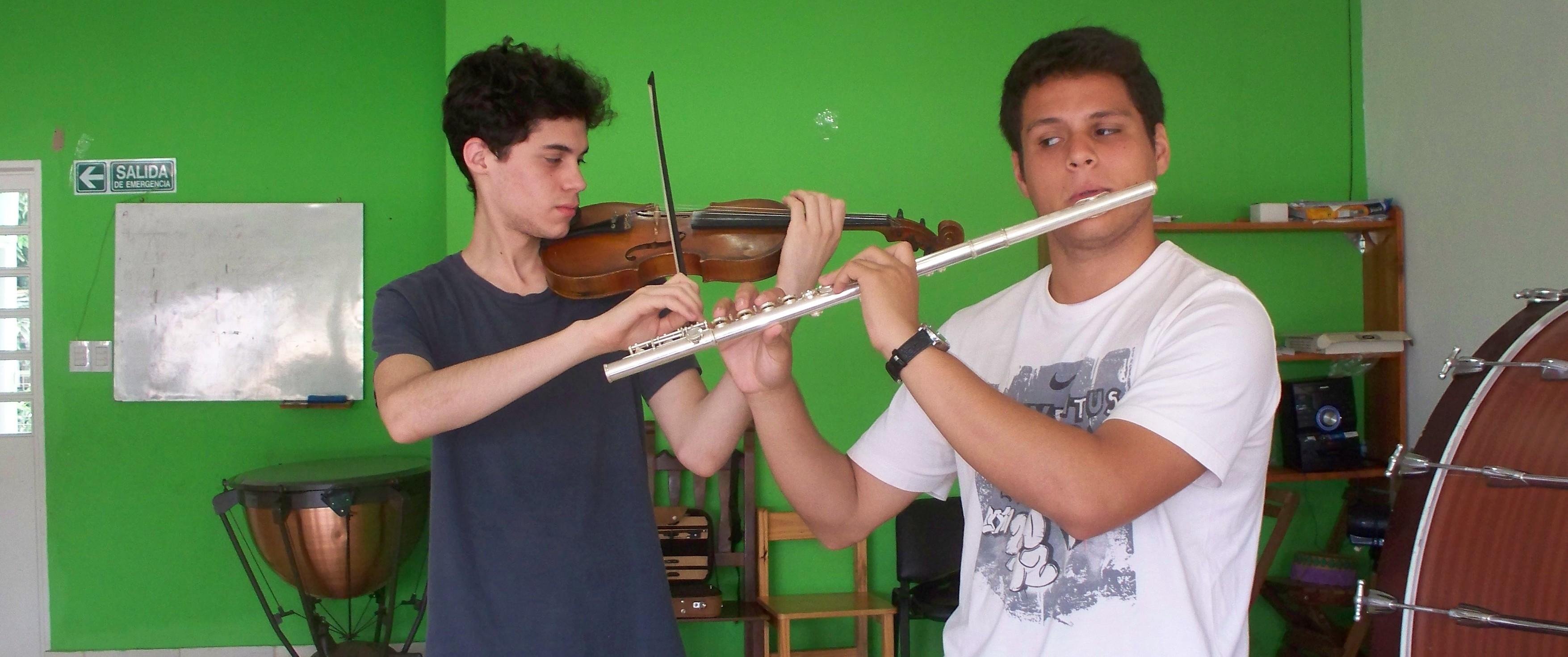 Dos jóvenes Grillos Sinfónicos fueron seleccionados para perfeccionarse en el INSA del teatro Colón