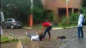 Dos alumnas de la Normal de Iguazú se agarraron a golpes y una terminó inconsciente