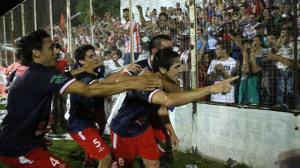 Federal A: Atlético Paraná le ganó 2 a 0 en la ida a Sportivo Patria, del misionero Hugo Troche
