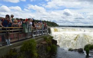 Más de 15.700 turistas ya recorrieron las nuevas pasarelas del circuito Garganta del Diablo