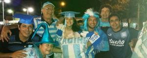 Hinchas de Racing festejaron a lo grande en Eldorado