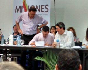 Arraigo rural: firmaron convenios para la regularización de tierras en San Pedro y Mojón Grande