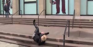 Justin Bieber se quiso hacer el fantástico con un skate en Nueva York y terminó desparramado
