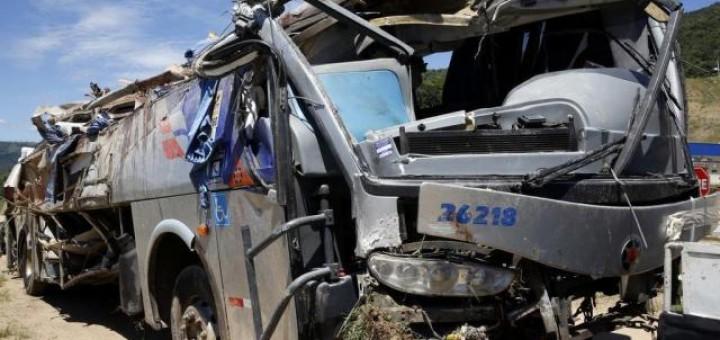 Un micro que viajaba de Posadas a Florianópolis volcó y dejó nueve muertos