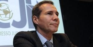 Encuentran una mancha de sangre en el espejo del baño de Nisman