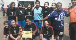 Las chicas de Huracán participaron de un torneo a beneficio de los inundados