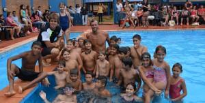 Más de 200 personas asistieron a las clínicas de natación del ex campeón mundial José Meolans en Montecarlo