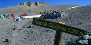 Expedición Aconcagua hizo cumbre y plantó la bandera de donación de sangre en lo más alto
