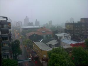 Lluvia torrencial aplacó el agobiante calor del domingo