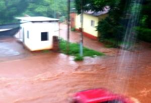 Eldorado recibió el año con intensa lluvia y varios sectores se vieron afectados