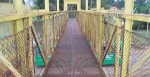 En Posadas, un hombre se quería arrojar desde un puente aéreo y lo salvó la Policía
