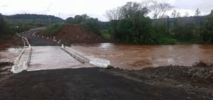 Temporal: cerraron el paso por el puente Acaraguá en Oberá
