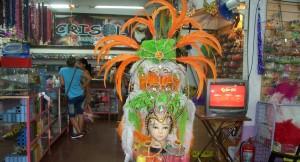 Cotillón de carnaval: Todo lo que brilla es chino, hasta las lentejuelas