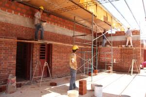 Ejecutan plan de obras y refacciones en escuelas misioneras