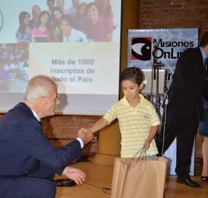 """Nueve alumnos con """"promedio diez"""" se reparten premios y becas por 90 mil pesos"""