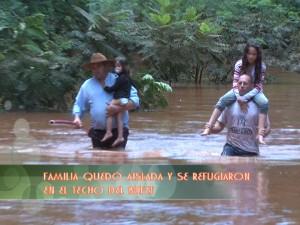 Intendente de Aristóbulo rescató a la familia del cantinero del balneario Cuña Pirú que estaba sobre un techo