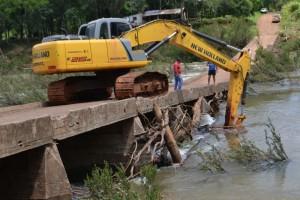 Tras temporal, realizan canalización y limpieza de arroyos en Eldorado