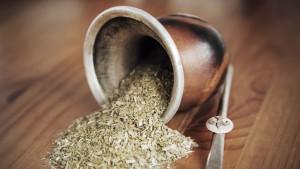 Yerba mate: pro y contra de las adelgazantes, saborizadas, y con hierbas