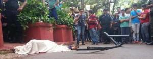 Tragedia en Ciudad del Este: limpiaventanas cayó desde un piso 19 e impactó sobre un peatón; los dos murieron