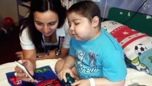 Mirá el emocionante gesto del plantel de River con Santi, un nene con leucemia