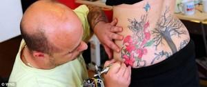 Se hizo un tatuaje y murió por el anestésico que le aplicaron