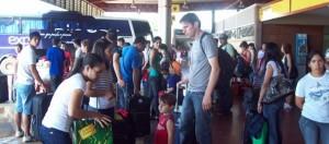 Intenso movimiento en la terminal de ómnibus de Posadas