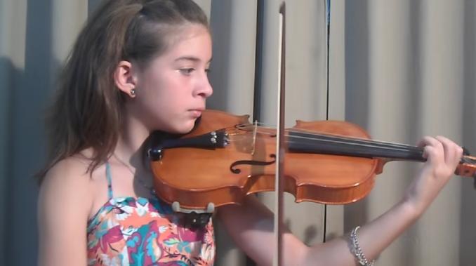 Se inscribió en Iguazú en Concierto Audition: una niña prodigio del violín que toca desde Spinetta hasta Beethoven