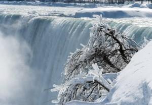 Por las bajas temperaturas se congelaron las Cataratas del Niágara