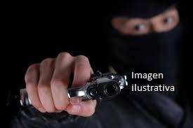 Encapuchados encerraron en el baño a dos familias y les robaron 15 mil pesos y dos armas de fuego en General Alvear