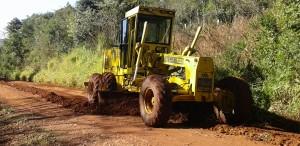 Vialidad firmó convenios con ocho municipios para la reparación de caminos terrados