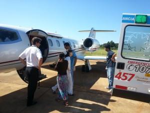 Trasladaron en vuelo sanitario a una beba Mbya al Garrahan