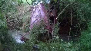 En Santiago de Liniers: despistaron, cayeron a un arroyo y terminaron con traumatismos de cráneo